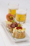 Hiszpańska kuchnia. Tapas. Taca montaditos. zdjęcie royalty free