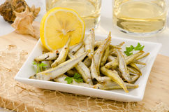 Hiszpańska kuchnia. Zgłębia Smażącego owoce morza. Pescaito Frito. Fotografia Stock