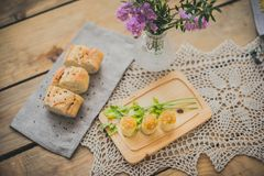Hiszpański omlet z karmelizującą cebulą Zdjęcia Royalty Free