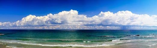 Hiszpańskie panoram chmury, morze śródziemnomorskie Obrazy Stock