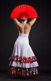 Hiszpańskiej kobiety dancingowy flamenco przeciw ciemnemu tłu Obrazy Royalty Free