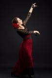 Hiszpańskiej kobiety dancingowy flamenco na czerni Obraz Royalty Free