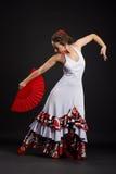 Hiszpańskiej kobiety dancingowy flamenco na czerni Zdjęcie Royalty Free