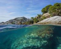 Hiszpania Śródziemnomorski wybrzeże i rockowy podwodny Zdjęcie Stock