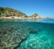 Hiszpania Costa Brava linii brzegowej połówka podwodna zdjęcie royalty free