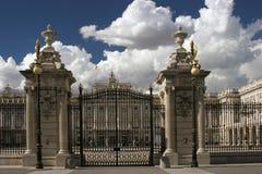 Hiszpania Madryt brama Royal Palace zdjęcia stock
