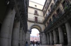 Hiszpania Madryt, Jeden przejście placu Mayor fotografia stock