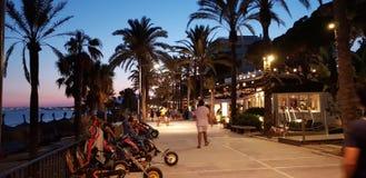 Hiszpania Marbella Spacer wzdłuż nabrzeża obrazy stock