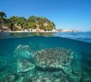 Hiszpania Śródziemnomorska zatoczka z rockowym podwodnym morzem zdjęcia royalty free