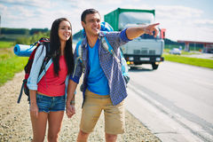 Hitch-hikers by highway Stock Photography