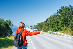 Hitchhiking travel man at the route Royalty Free Stock Photos