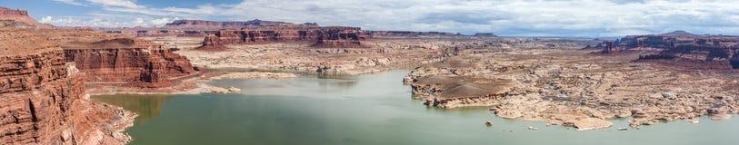 Hite Marina na Jeziornej Powell i Kolorado rzece w roztoka jaru Krajowym Rekreacyjnym terenie Fotografia Royalty Free