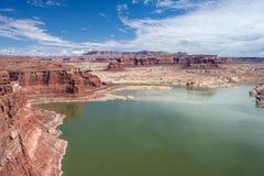 Hite marina på sjön Powell och Coloradofloden i Glen Canyon National Recreation Area Arkivbilder