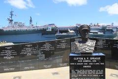 Hitos históricos, con las naves y los monumentos, puerto de San Diego, California, 2016 imagenes de archivo