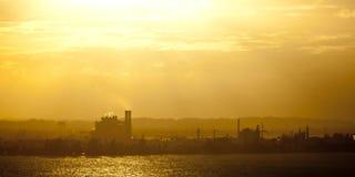 Hitze, Dunst und Industrie Lizenzfreies Stockfoto