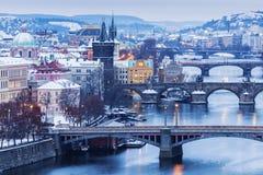 Hiver à Prague - ponts sur la rivière de Vltava Photo libre de droits