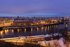 Hiver à Prague - ponts sur la rivière de Vltava Photographie stock