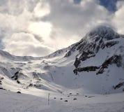 Hiver dans les montagnes neigeuses photo libre de droits