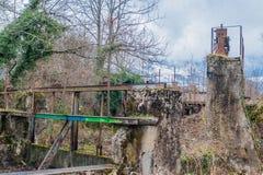 Hiver dans une petite ville en Savoie fran?aise images libres de droits