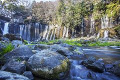 Hiver de cascade de Shiraito dans les collines du sud-ouest du mont Fuji, Shizuoka, Japon Image stock