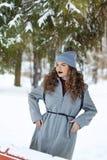 Hiver de fille de hippie Mode de la jeunesse Image stock