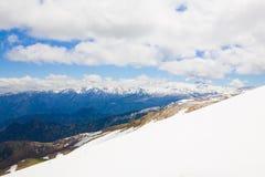 Hiver de jour de montagne Photo stock