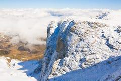 Hiver de jour de montagne unique Photographie stock libre de droits