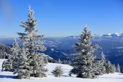 hiver de neige de scène de montagnes de maison le vieil Image stock