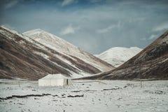 Hiver de tente de montagne de neige téléguidé photos stock