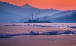 Hiver en Corée, île et lac ice dans Dumulmeori de Yangpyeong, Corée du Sud image stock