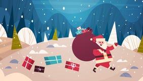 Hiver Forest Holidays Concept Banner de Santa Carry Big Present Sack In de carte de voeux de Joyeux Noël et de bonne année Photo stock