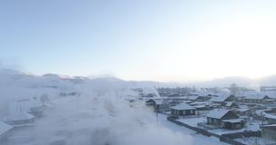 Hiver fort dans le village d'Aktash, steppe de Kurai, Altai banque de vidéos