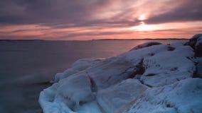 Hiver froid de rivière de glace congelé banque de vidéos