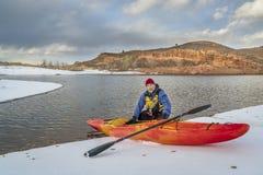 Hiver kayaking dans le Colorado du nord Photographie stock libre de droits