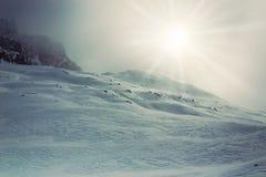 Hiver, montagne couverte de neige photos libres de droits
