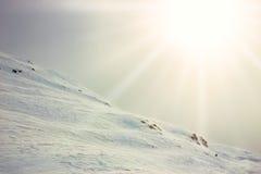 Hiver, montagne couverte de neige photographie stock