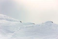 Hiver, montagne couverte de neige photos stock