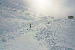 Hiver, montagne couverte de neige images libres de droits