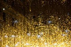 Hiver Moscou de nuit dans la neige Rue de Nikolskaya décorée pour photos stock
