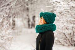 Hiver, neige et fille Photos libres de droits