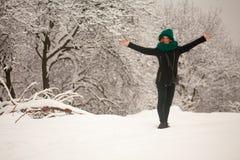 Hiver, neige et fille Image libre de droits