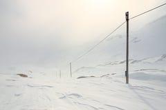 Hiver, paysage neigeux de montagne photos libres de droits