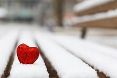 Hiver rouge deux de coeurs de neige Photos stock