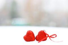 Hiver rouge deux de coeurs de neige Photos libres de droits
