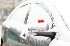 Hiver rouge deux de coeurs de neige Photographie stock