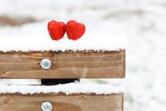 Hiver rouge deux de coeurs de neige Photo libre de droits
