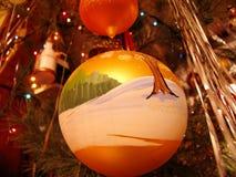 Hiver sur des décorations de Noël-arbre Photo libre de droits