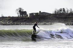 Hiver surfant la plage de Goosewing Photo libre de droits