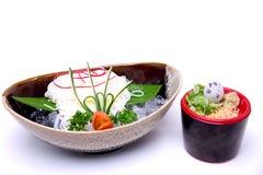 Hiyashi Somen, japończycy chłodzący kluski słuzyć z maczania sau Fotografia Stock