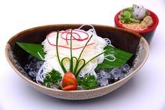 Hiyashi Somen, japonês refrigerou os macarronetes servidos com sau de mergulho Fotos de Stock